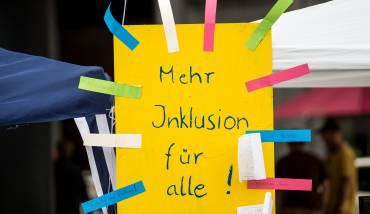 Strategie Inklusion in leichter Sprache – Alle haben das Recht, überall dabei zu sein.